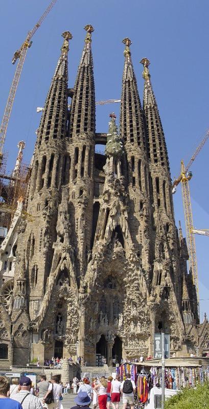 كنائس اثرية اوروبا وامريكا غاية SagradaFamiliaTall_w